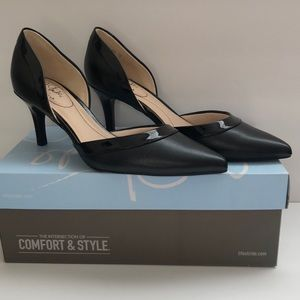 🌺 NWT Life Stride Leather Pump